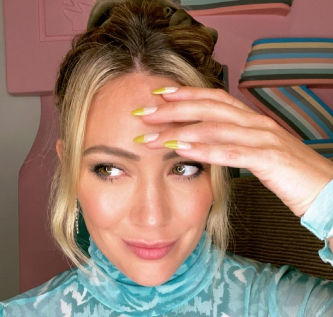 Despite being vaccinated Hilary Duff anyway reveals COVID-19 diagnosis