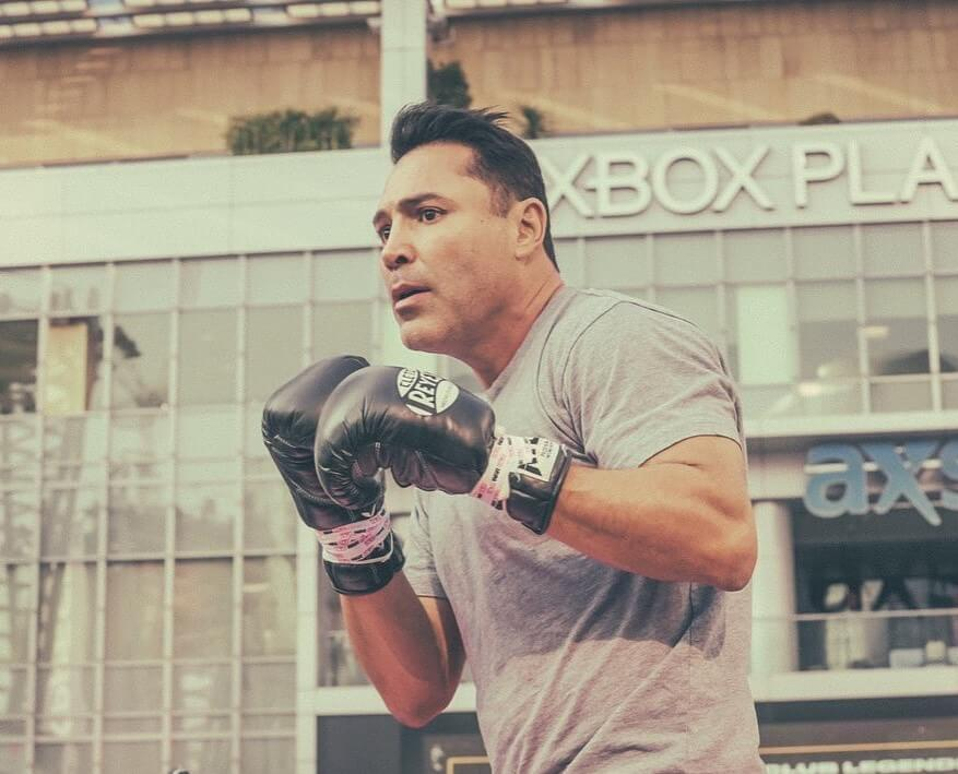 Oscar De La Hoya was hospitalized with Covid and withdrew from the fight